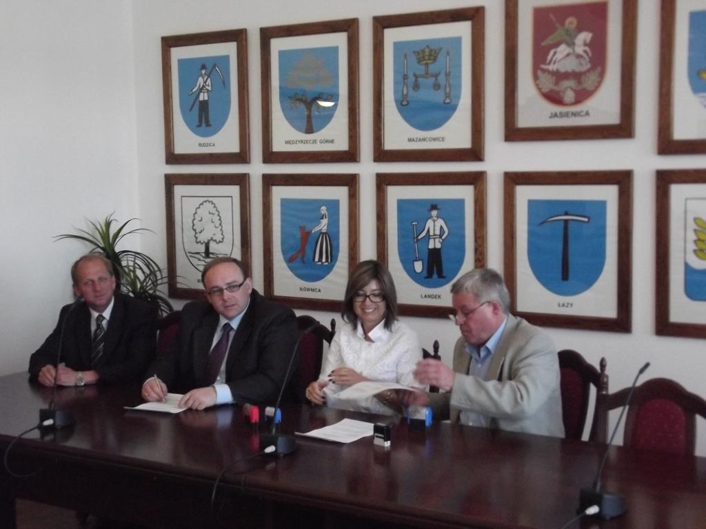 Podpisanie umowy z wykonawcą kontraktu nr 2 - 03.09.2011 r. 3